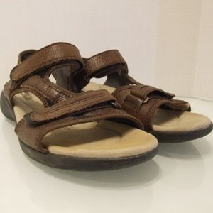 Clarks women's sandals size 10 brown